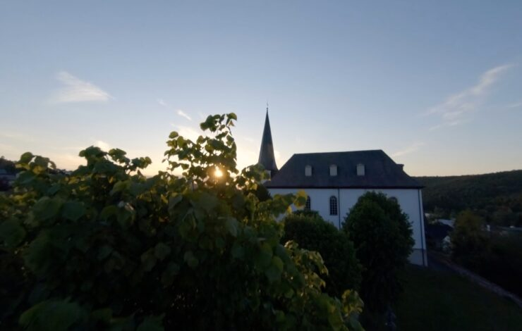 FPV Videos - in und um die Burbacher Kirche.